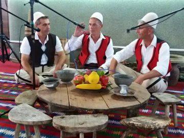Këngë e fshatit Raçe - Interpretojnë Bedri Bakiu, Avni Hoxha dhe Fasli Kovaçi